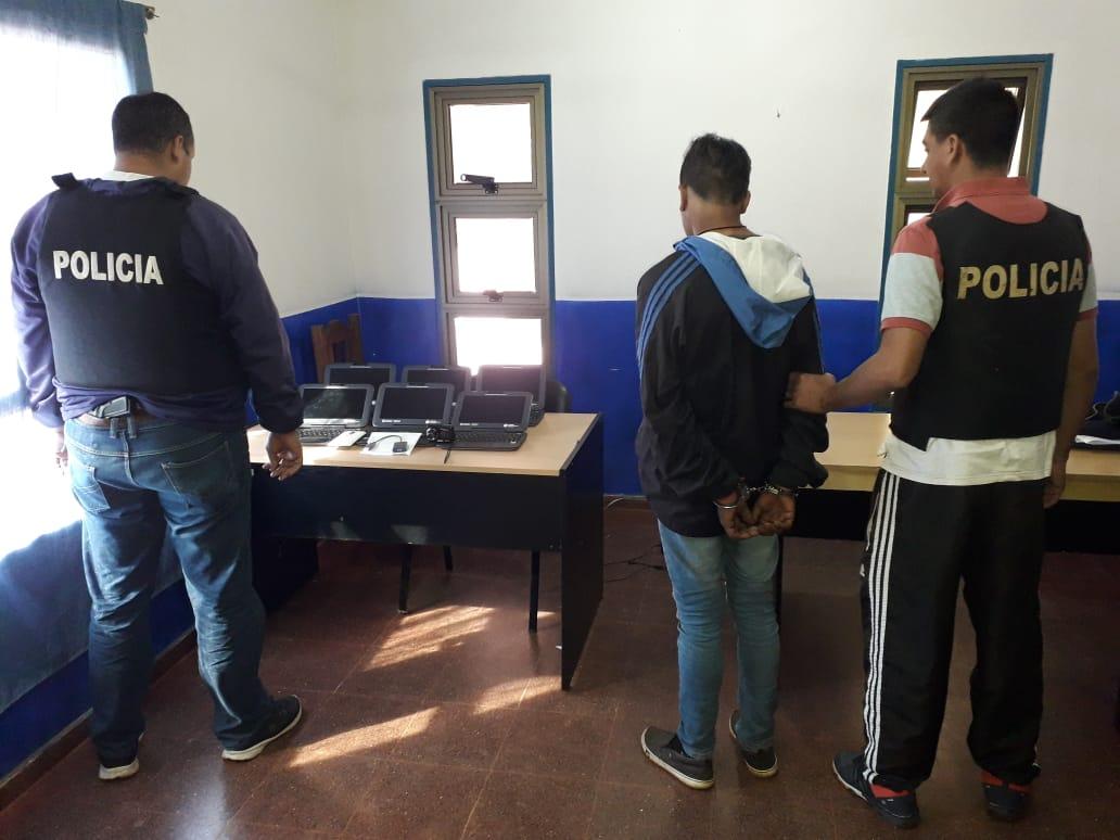 POLICÍAS DETUVIERON A UN JOVEN Y RECUPERARON INSUMOS DE UNA ESCUELA EN SAN PEDRO
