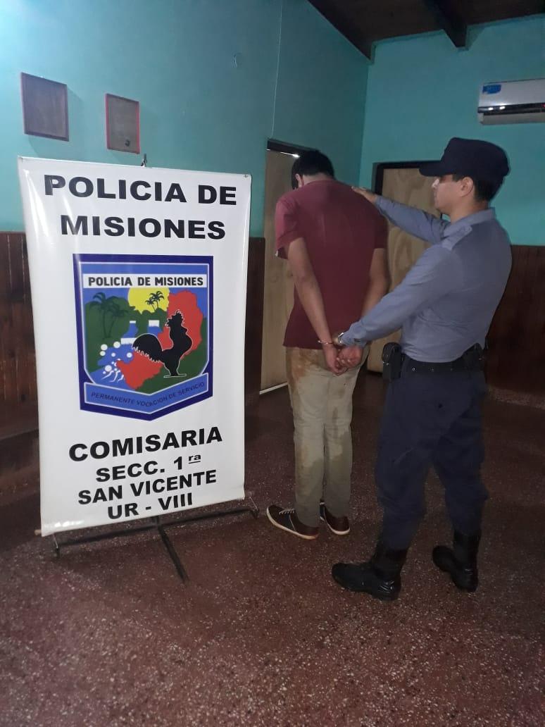 SAN VICENTE: POLICÍAS DETUVIERON A UN JÓVEN QUE INTENTÓ ROBAR UNA MOTO