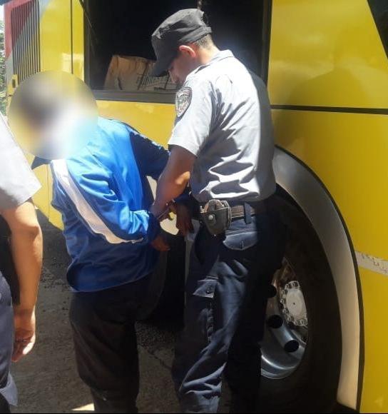 SAN PEDRO: LA POLICÍA LO ESPERO EN LA TERMINAL DE ÓMNIBUS Y LO DETUVO