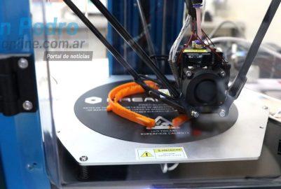 VIDEO: INGENIO SAMPEDRINO: CREAN MASCARILLAS Y BARBIJOS CON IMPRESORA 3D