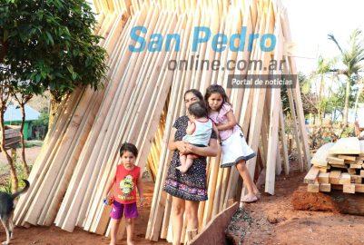 SAN PEDRO: ERICA RECIBE AYUDA PARA CONSTRUIR SU CASA QUE FUE CONSUMIDA POR LAS LLAMAS